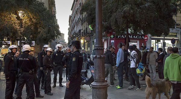 Мадридская полиция выгоняет«мантерос»из метро